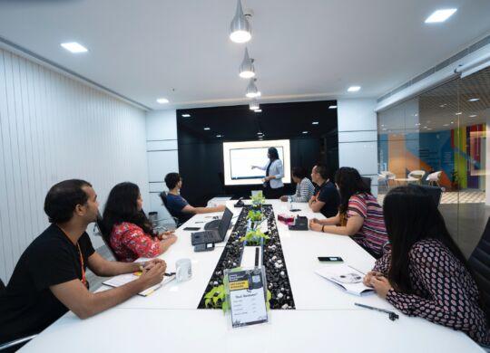 smartworks-coworking-Uz8THWPXwhI-unsplash